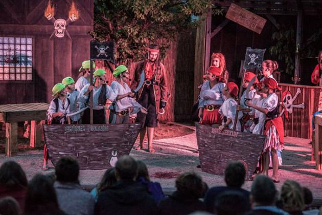 """Theatergruppe Brand Aufführung """" Die Schule der Piraten """" von Peter Haus"""