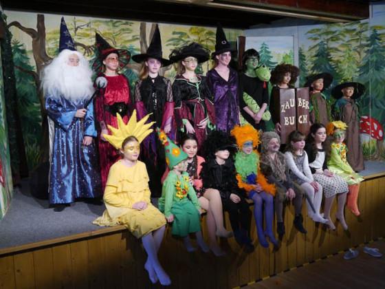 Die kleine Hexe Felina - Kindergruppe Bühnenflöhe Volksbuehne Eichenried
